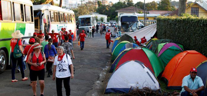 PT quer fazer vaquinha para manter acampamento em Curitiba