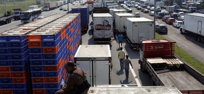 AGU cobra R$ 141 milhões de transportadoras por vias bloqueadas