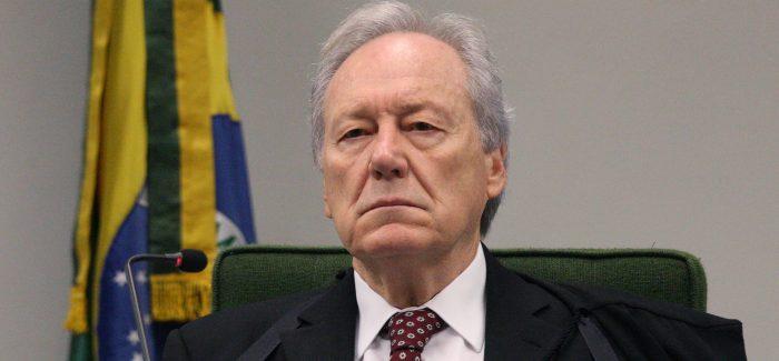 Ministro Lewandowski ameaça prender passageiro em voo