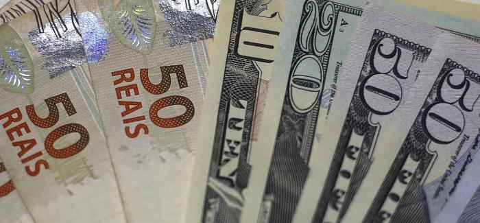 Dólar só bate recorde de 2002 se fechar acima de R$ 10,81