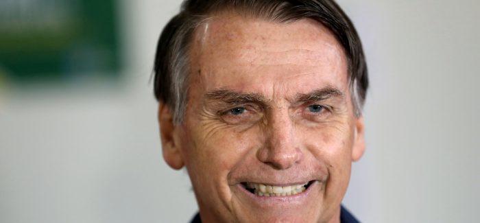 """Mourão deu """"canelada"""" ao falar sobre Constituição, diz Bolsonaro"""