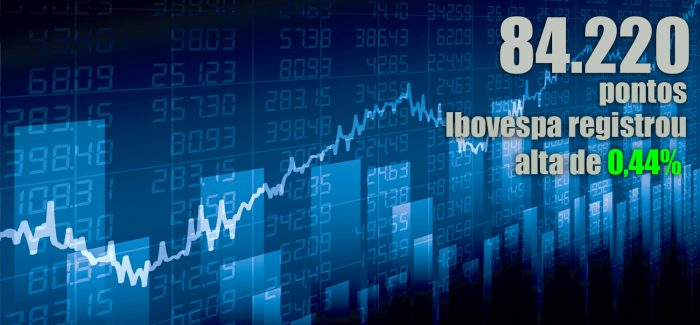 Ibovespa tem leve alta e dólar cai em dia morno no mercado