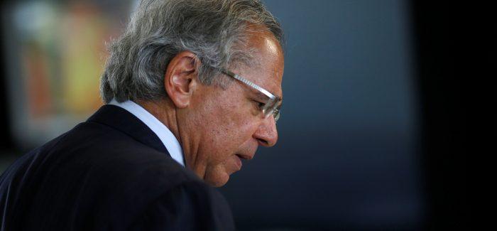 """""""Tem um buraco engolindo o Brasil"""", diz Guedes a empresários"""