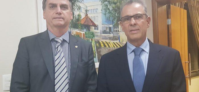 Bolsonaro anuncia almirante da Marinha para Minas e Energia