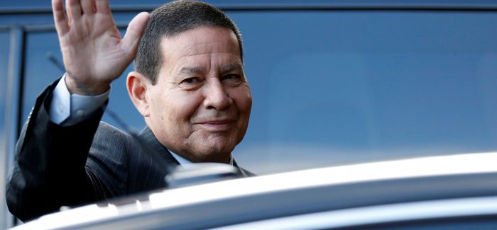Mourão assume a Presidência