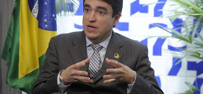 Acusado de favorecer Renan, secretário do Senado é exonerado