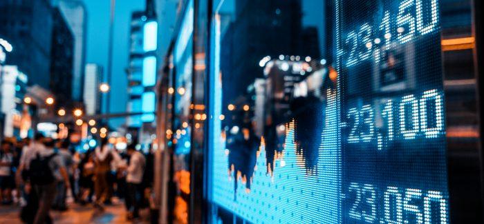 Ibovespa volta a subir após forte queda; dólar opera estável