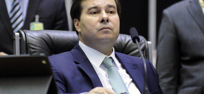Guedes precisa se aproximar mais da política, diz Maia