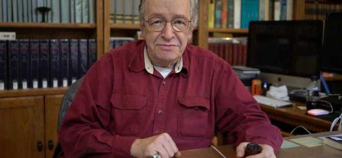 Demissão de número 2 do MEC foi pedido de Olavo de Carvalho, diz jornal