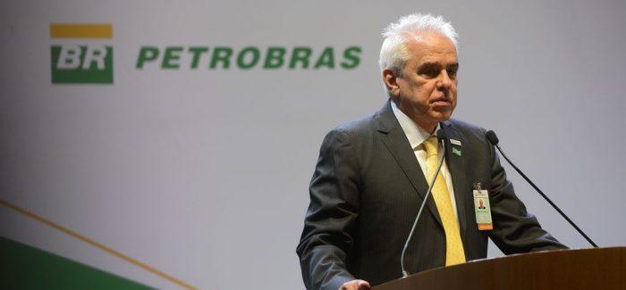 Presidente anuncia reajuste e diz que Petrobras vai manter política