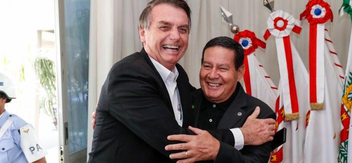 """Bolsonaro nega racha no governo: """"É um time só"""""""
