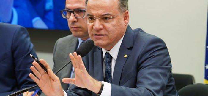 Relator defende que Maia assuma articulação da reforma