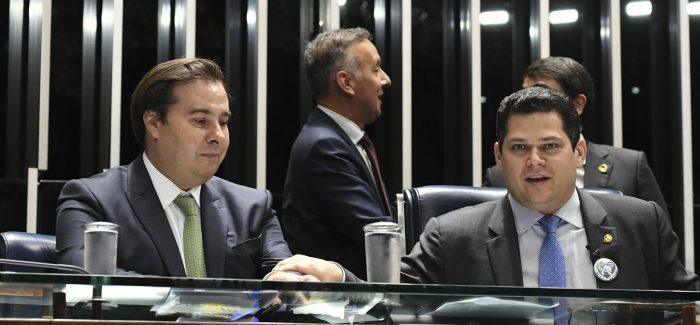 Iniciativa pode permitir reeleição de Maia e Alcolumbre