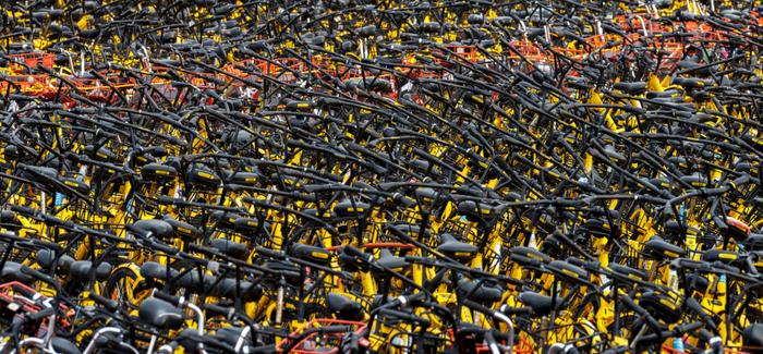 Na China, aplicativos não sabem o que fazer com bicicletas descartadas