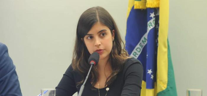 PDT pune Tabata Amaral e mais sete deputados pró-reforma