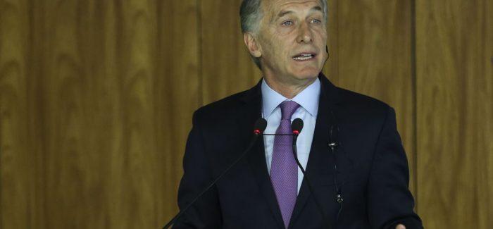 """Encurralados, argentinos tentam fugir de um novo """"corralito"""""""