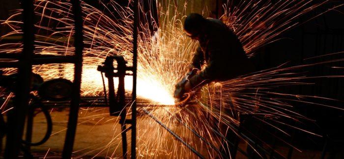 Confiança da indústria sinaliza avanço em agosto, mostra FGV