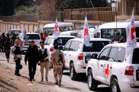 Primeiro comboio de ajuda humanitária chega à região síria de Ghouta, sem suprimentos médicos