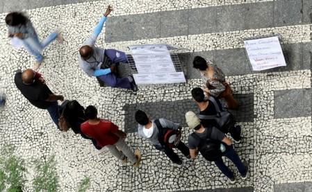 Brasil tem desemprego de 12,6% no tri até fevereiro, diz IBGE