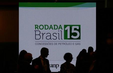 Grandes petroleiras disputam blocos em leilão no Brasil apesar de decisão do TCU