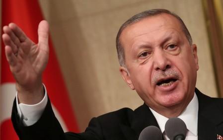 """Erdogan perde que turcos comprem liras para """"batalha nacional"""""""