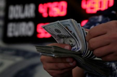 Dólar salta e chega a bater R$3,87 em dia de aversão ao risco no exterior com Turquia