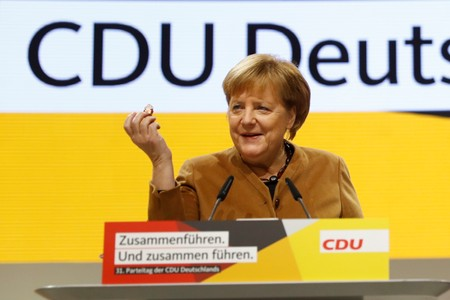 Partido de Merkel escolhe líder para início de nova era na Alemanha
