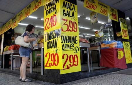 Gasolina e energia recuam e IPCA cai 0,21% em novembro, maior deflação para o mês em 24 anos