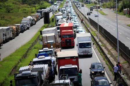 AGU cobra R$141 milhões de transportadoras que descumpriram decisão do STF