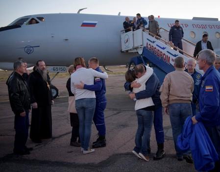 Tripulantes de espaçonave fazem pouso de emergência após falha de foguete russo