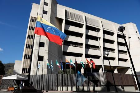 Ex-juiz da Suprema Corte da Venezuela foge para os EUA e denuncia Maduro