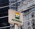 Logo da Petrobras em frente a prédio da empresa em São Paulo